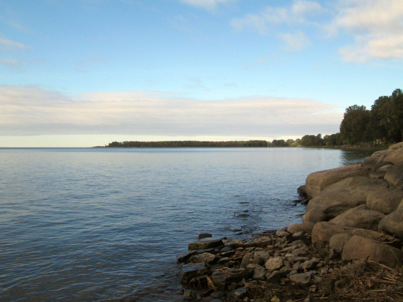 Lac Saint-Pierre situé à proximité du site de glamping Plein Air Ville-Joie
